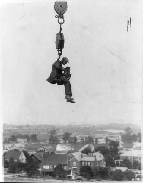 hanging-photographer